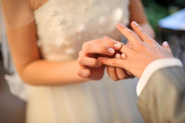 メーガンマーク 母の有色人種や離婚が注目されても、愛で乗り越えて無事婚約!本当におめでたい!